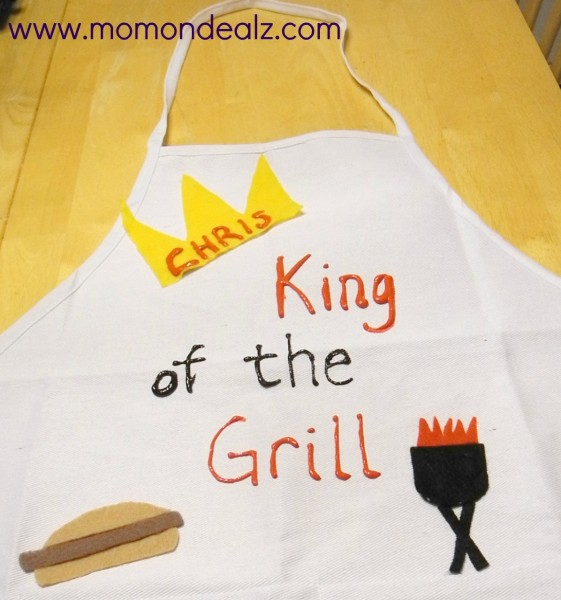 This Father's Day apron is a great gift to make for dad. King of the Grill is just one theme you could go with!