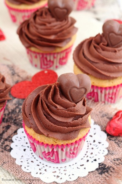 peanut-butter-cupcakes-with-chocolate-frosting-recipe-2
