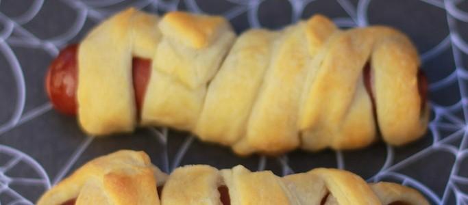 Easy Halloween Food: Mummy Dogs Recipe